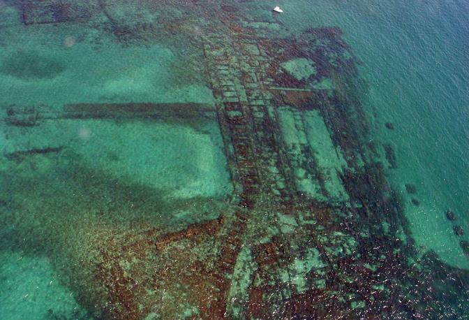 La città sommersa di Baia così come appare oggi dal satellite di Google Earth