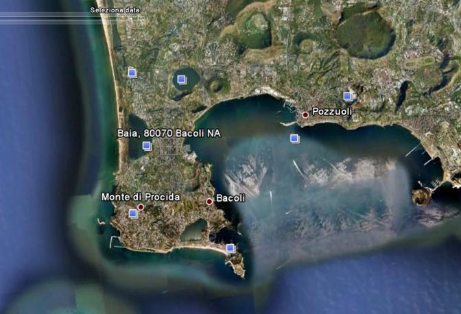 Costa dei Campi Flegrei: cartina satellitare della costa tra Baia e Pozzuoli caratterizzata dal bradisismo