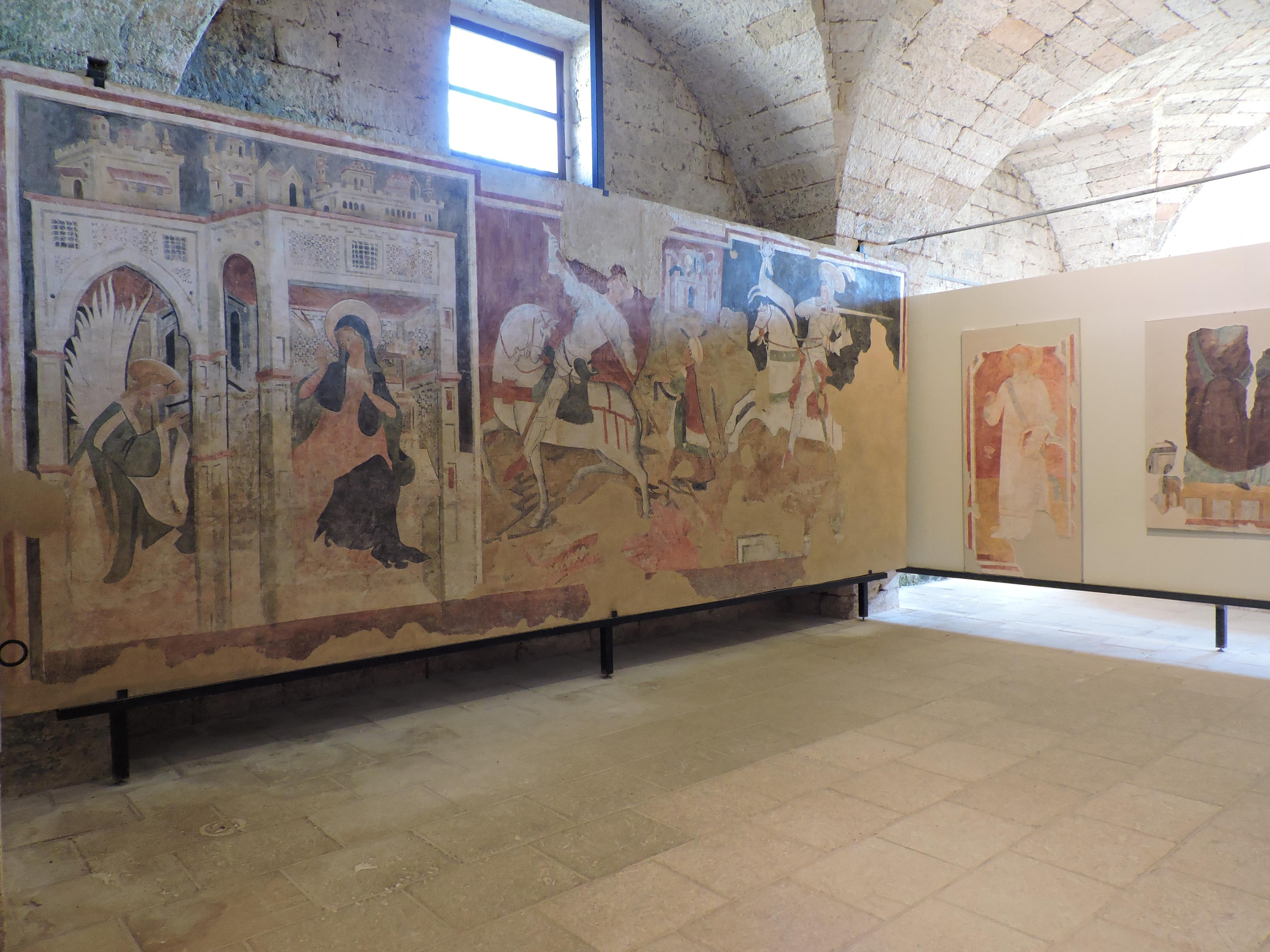 Pannelli degli affreschi strappati conservati nella Casa del Massaro, foto (c)Sara Venturiero