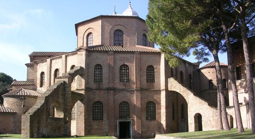 Esterno Basilica_di_San_Vitale