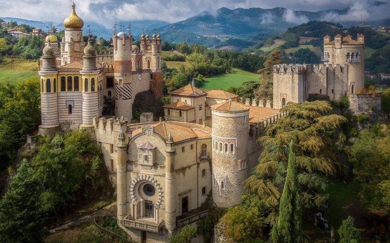 Rocchetta Mattei: l'eclettico castello nell'Appennino bolognese