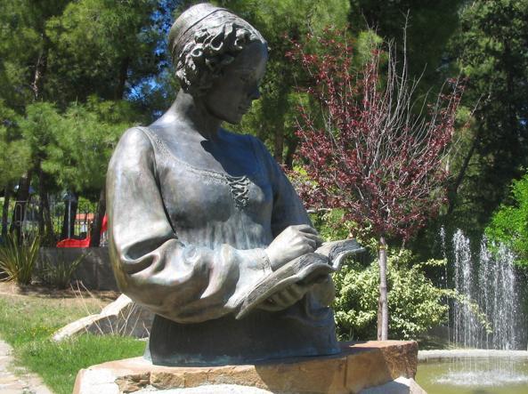 Scultura di Isabella Morra nel Parco letterario