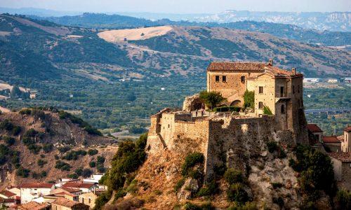 """La """"crudel fortuna"""" di Isabella Morra ed il suo Castello di Valsinni in Basilicata"""