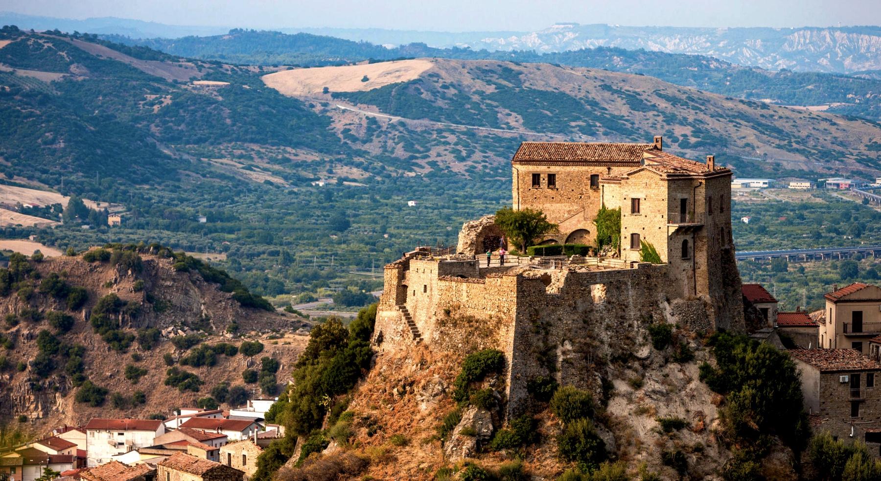 Castello dei Morra a Valsinni, fonte by trameditalia